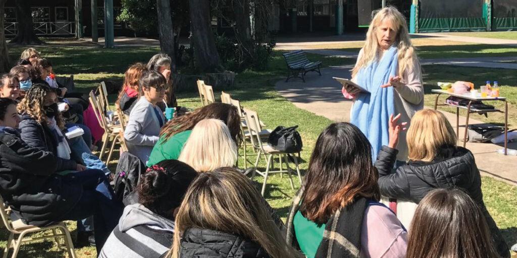Lucrecia Prat Gay, en el Taller de Neuroeducación en el Colegio Nuestra Tierra
