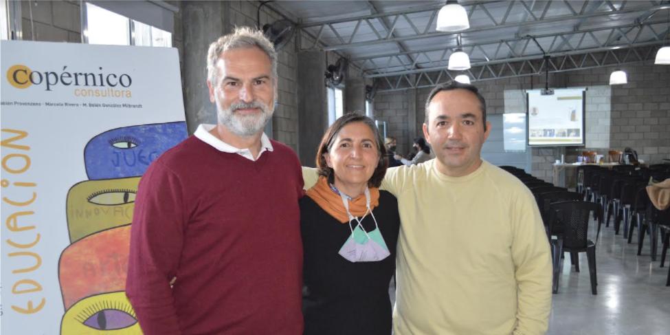 Marcelo Rivera junto a Roxana y a Hugo Catanzaro